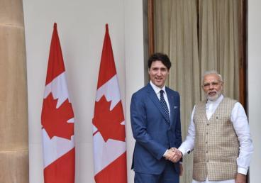 Adding new momentum to the friendship between India and Canada. PM Narendra Modi welcomes PM Justin Trudeau at Hyderabad House on 23 Feb 2018