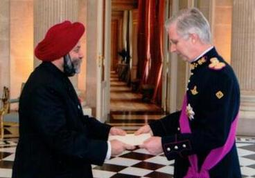 Mr Manjeev Singh Puri, Ambassador of India presenting Letter of Credential to His Majesty the King of the Belgians on 13 February 2014.