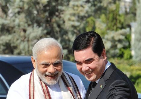 Hon'ble PM Shri Narendra Modi being received by President of Turkmenistan Mr. Gurbanguly Berdimuhamedov