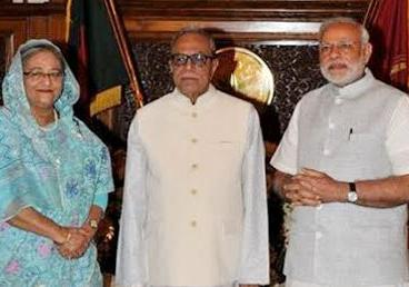The Prime Minister, Mr. Narendra Modi with the President of Bangladesh, Mr. Abdul Hamid and the Prime Minister of Bangladesh Sheikh Hasina, at Bangabhaban, in Dhaka, Bangladesh on June 7, 2015