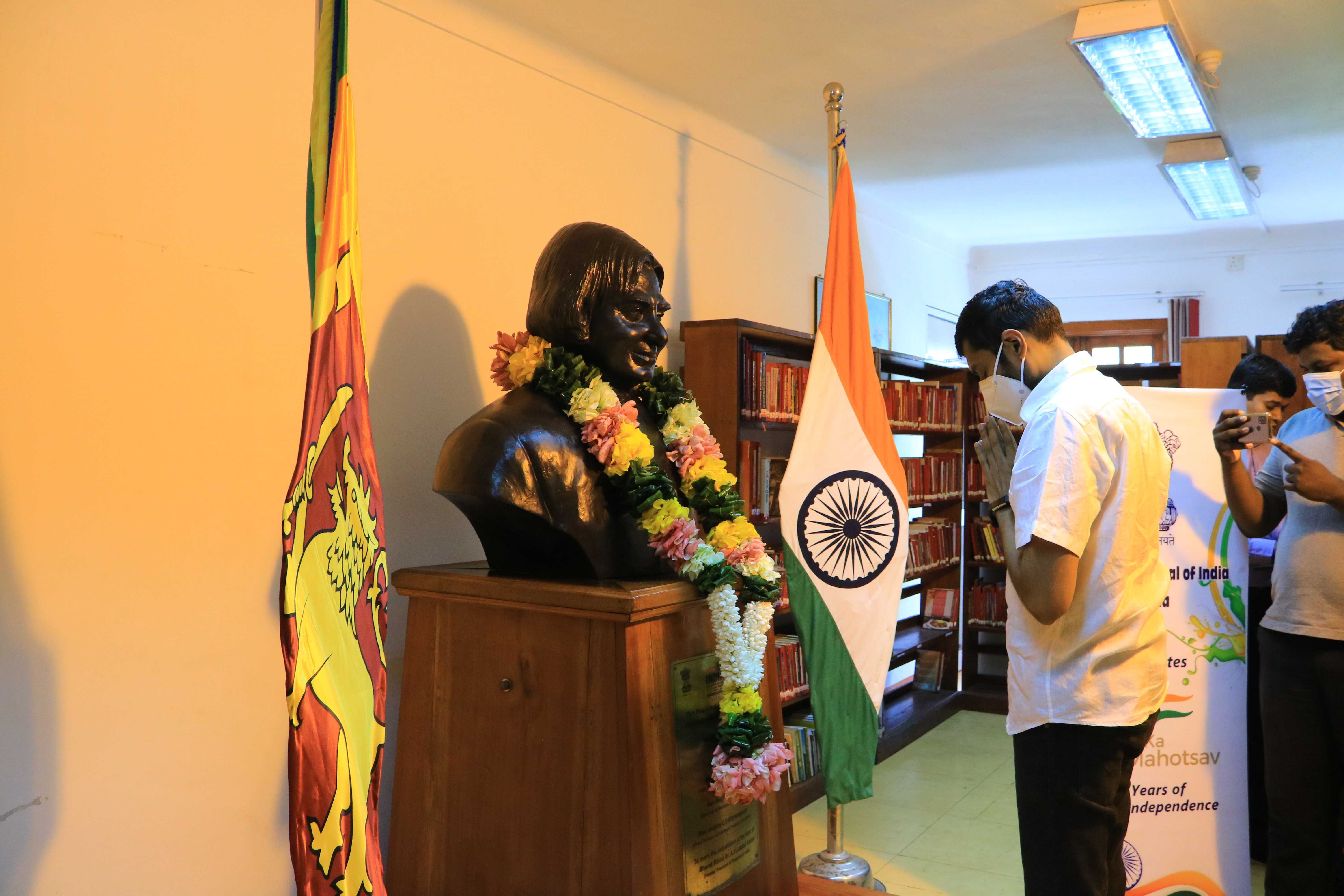 On the 90th Birth Anniversary of Bharat Ratna Dr APJ Abdul Kalam, former President of India, Consul General garlanded the bust of Dr. Kalam at India Corner, Jaffna Public Library.