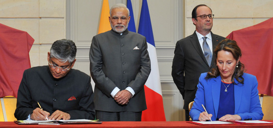 India-France sign agreements in the fields of Defence, Space, Sports, Economy, Railways, Energy, Culture, Skill Development and Science and Technology