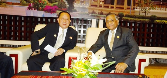 Minister of State for External Affairs Dr. V.K. Singh meets Ri Yong Ho, Foreign Minister of Democratic People's Republic of Korea on the sidelines of ASEAN-India Ministerial Meeting in Vientiane