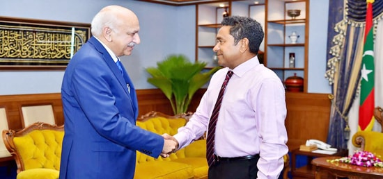 M J Akbar, Minister of State for External Affairs calls on Abdulla Yameen Abdul Gayoom, the President of Republic of Maldives during his visit to Maldives
