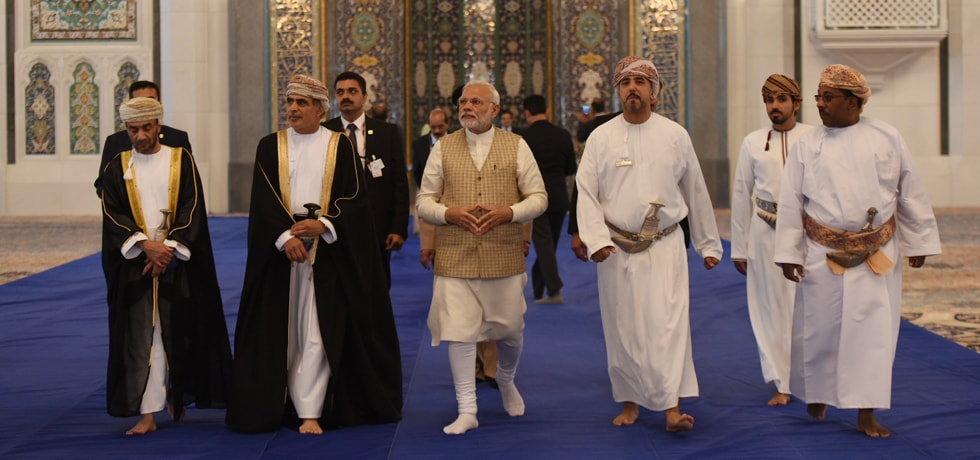 Prime Minister visits Sultan Qaboos Grand Mosque in Muscat