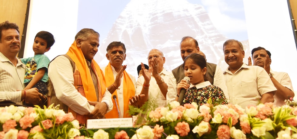 Gen. (Dr.) V K Singh (Retd.) , Minister of State for External Affairs flags off first batch of KMY 2018