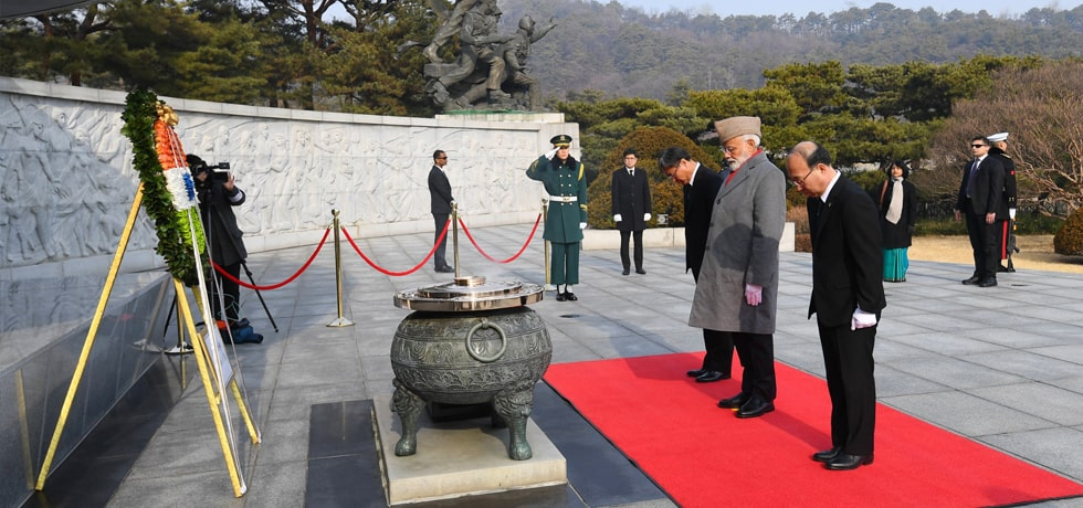 Prime Minister lays wreath at the National Cemetery of Korea in Seoul
