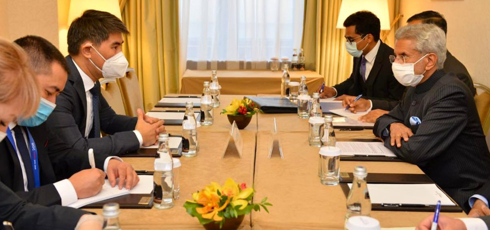 External Affairs Minister meets Chingiz Aidarbekov, Foreign Minister of Kyrgyz Republic on the sidelines of SCO
