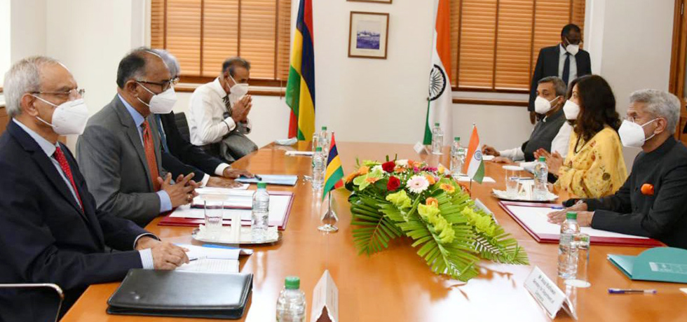 External Affairs Minister meets Mr Alan Ganoo, Minister of Foreign Affairs, Land Transport and Light Rail of Mauritius