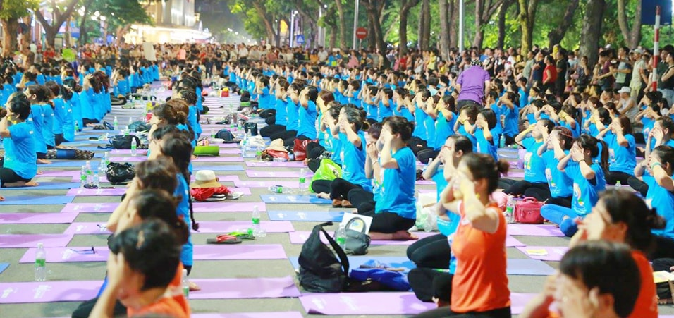 Celebrations of the 3rd International Day of Yoga take place in Hanoi
