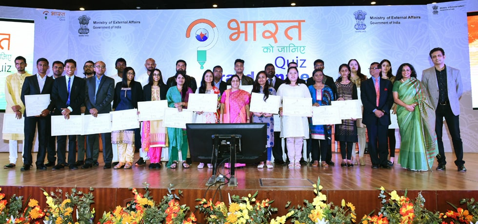 Group photo of winners of Grand Finale of the second edition of Bharat Ko Janiye Quiz for NRIs, PIOs and Foreigners with External Affairs Minister in New Delhi