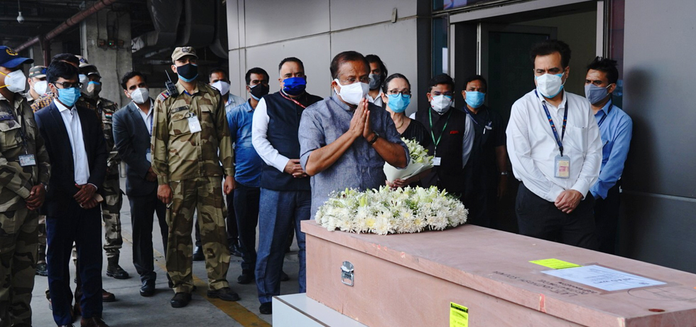 Minister of State for External Affairs pays his last respect to the mortal remains of Ms. Soumya Santhosh who was killed in rocket attacks from Gaza