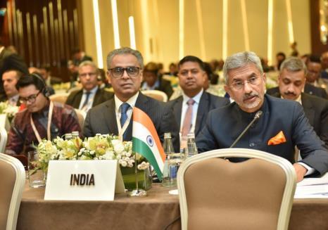 AZERBAIJAN: Hon'ble EAM meets Malaysian Foreign Minister, Mr. Saifuddin Abdullah, on ...