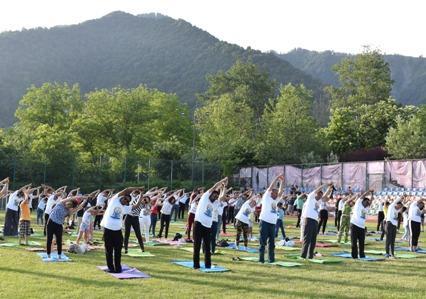 AZERBAIJAN: Yoga event organized by Embassy o...