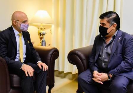 Ambassador Dinesh Bhatia met Dr. Julio Borba at Ministry of Health in Asunción  (Arge...